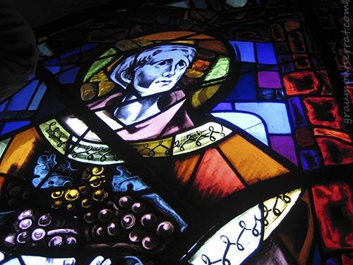 Mostra fotogràfica de la riquesa pictòrica dels vitralls de la Casa Mauméjean realitzats per a l'església de Sarrià