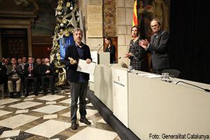 Xavier Grau recull el diploma de Mestre Artesà Vitraller